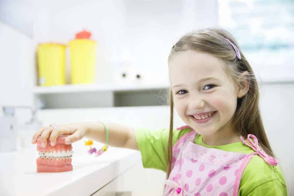 Behandlung mit festen Zahnspangen